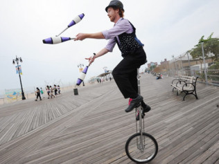 Unicycling Juggler - $150 per hour